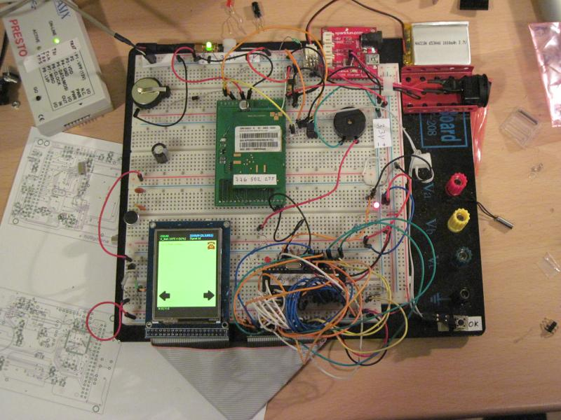 dir.adamh.cz_avr-phone_photos_breadboard_breadboard_final.jpg